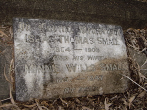 Grave Isaac & Minnie Small